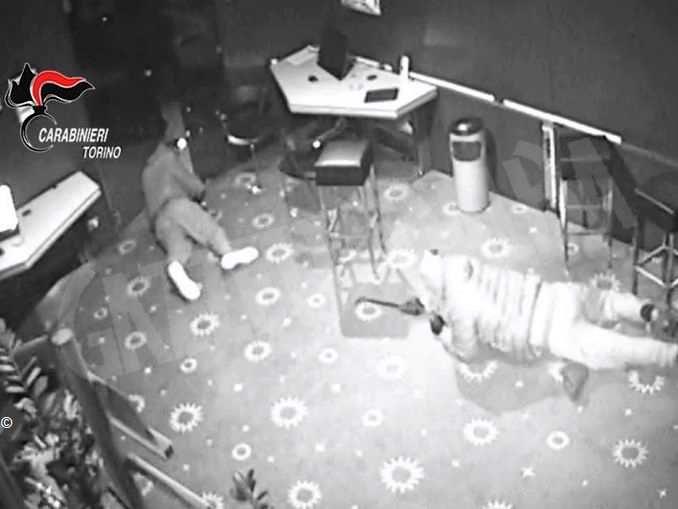 In manette la banda del buco: 7 furti con scasso nel torinese e un bottino da 200mila euro
