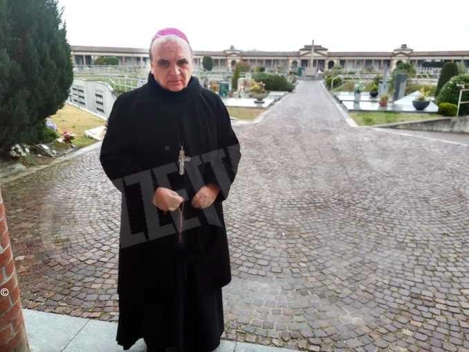 Il vescovo di Alba ribadisce le disposizioni per i funerali: niente Messe