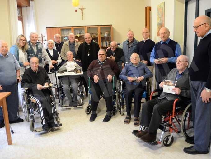 Monsignor Brunetti scrive agli anziani:«Per noi non siete un peso ma un dono»