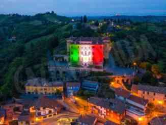 Illuminato con il tricolore il castello Gancia di Canelli