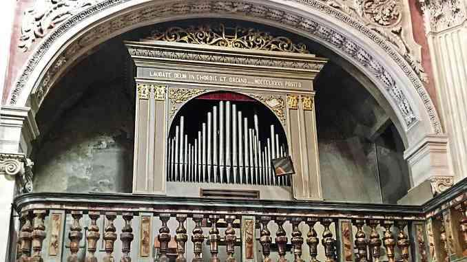 Le quattrocento canne dell'organo attendono il restauro