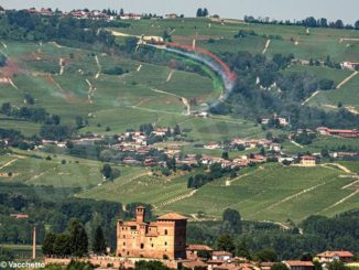 Grinzane Cavour: scia tricolore nel cielo per la festa della Repubblica 1