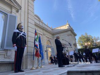 """Mattarella all'Altare della Patria: """"Uniti supereremo l'emergenza per una solida e duratura ripresa"""""""