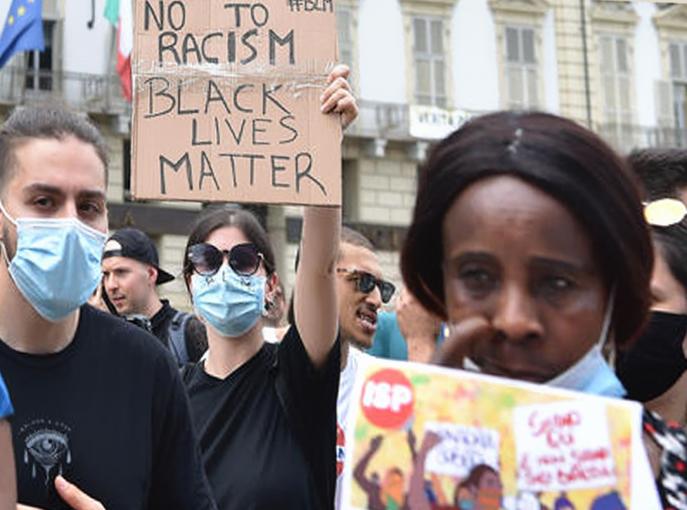 """Razzismo: 200 in piazza a Torino, """"città è ancora razzista"""""""
