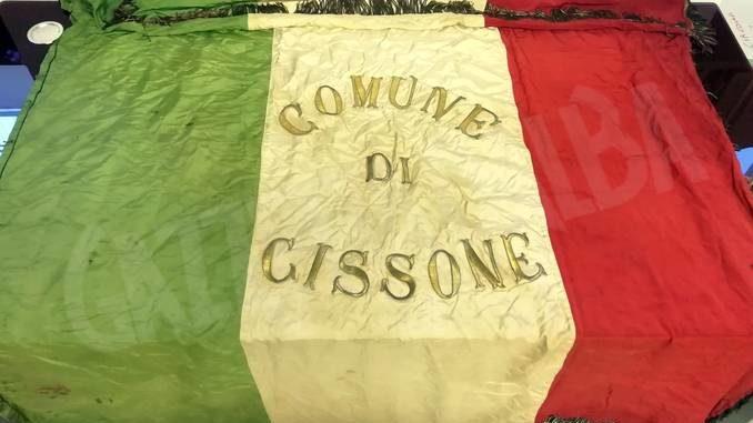 Domenica il sindaco di Feisoglio donerà un'antica bandiera al Comune di Cissone