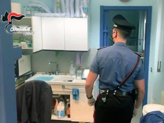 Padre e figlio dentisti abusivi, denunciati