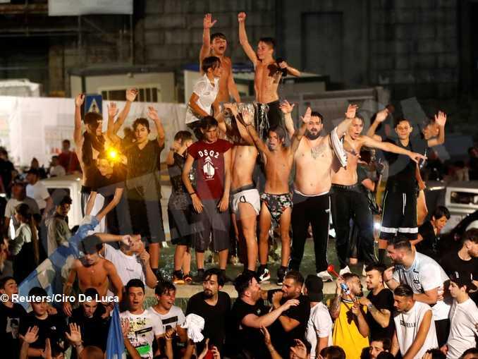 I tifosi del Napoli festeggiano la vittoria in Coppa Italia