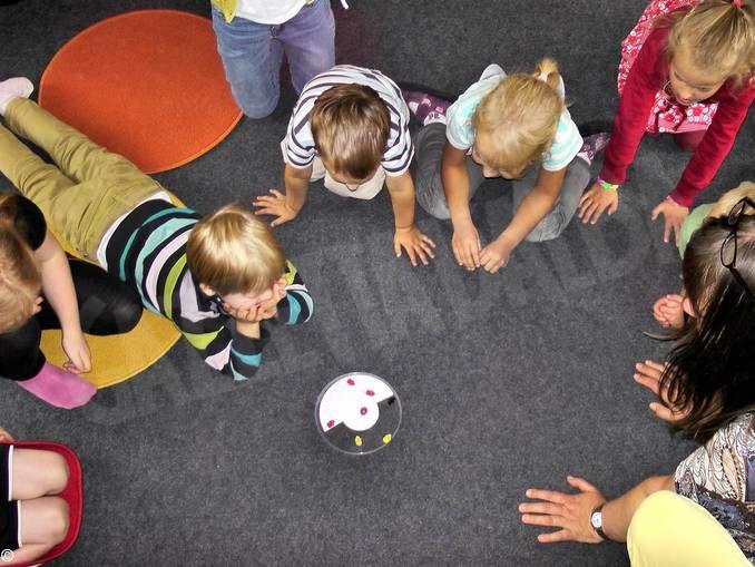 Nell'asilo Città di Alba i piccoli allievi divisi in gruppi
