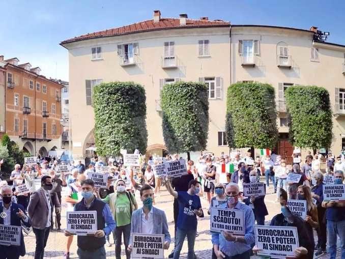 Oltre 200 persone al flash mob promosso dalla Lega a Cuneo 1