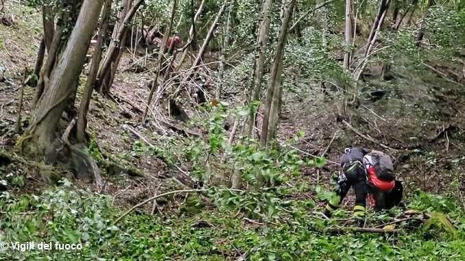 Scivolano lungo una scarpata a Pezzolo: i Vigili del fuoco mettono in salvo due escursioniste
