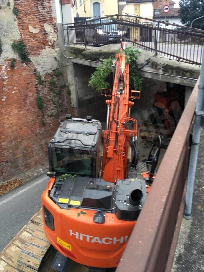 Traffico deviato in via Vittorio Emanuele a Sommariva Perno