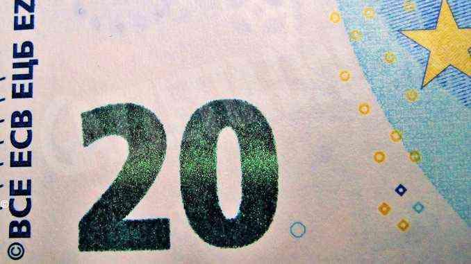 Raggira, con banconote false, un'anziana che l'aveva assunta per le pulizie: denunciata una colf