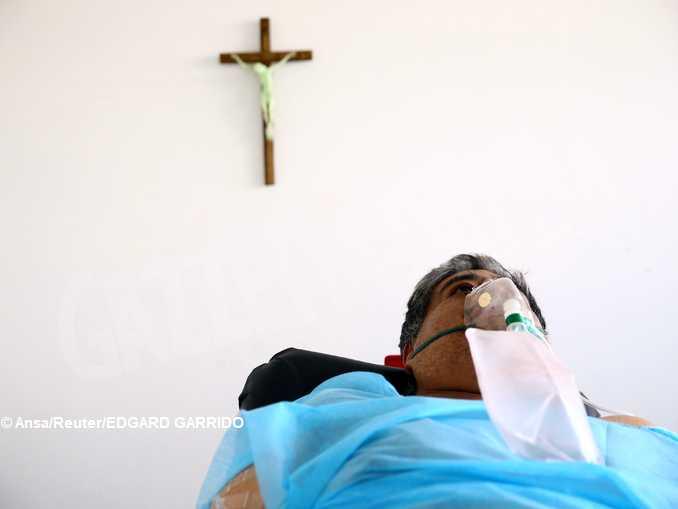 vescovoBrunetti-curare_Ansa_Reuters_ EDGARD GARRIDO
