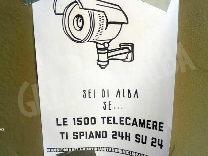 Volantini anonimi contro le telecamere di sorveglianza affissi in centro 1