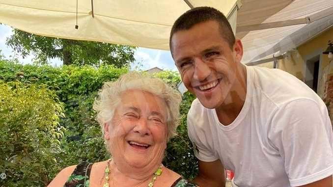 L'attaccante dell'Inter Alexis Sanchez ospite a Castiglione Falletto