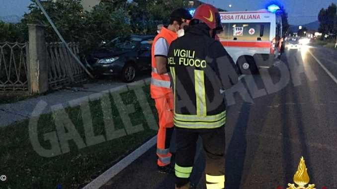 Colpito da un malore mentre è al volante: l'auto si schianta contro una casa del villaggio Colombero