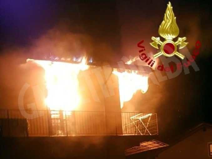 In fiamme un'abitazione a Neive: il rogo in piazza Vittorio Veneto