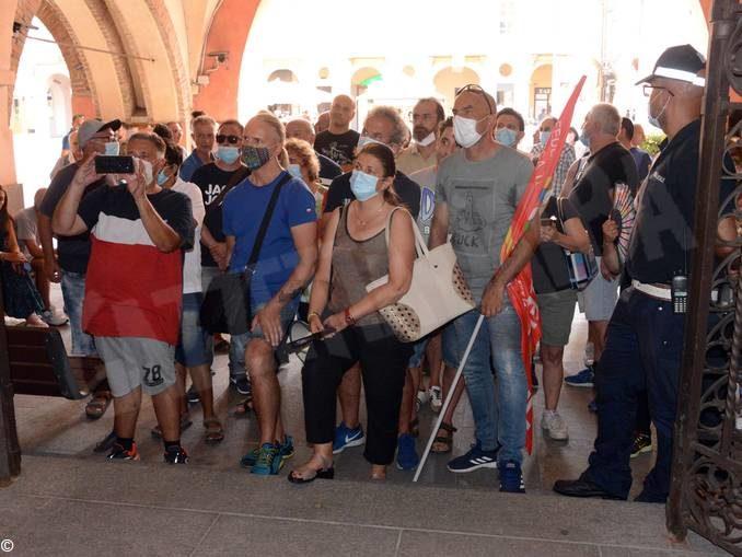 Alba, Consiglio comunale sulla stamperia Miroglio. Il sindaco Bo: avviare subito la cassa integrazione 1