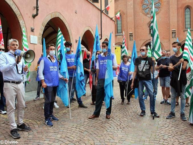 Stamperia Miroglio: scontro sul risarcimento fra sindacati e proprietà