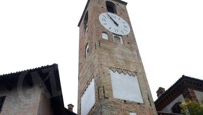 Neive: ora si può salire sulla torre dell'orologio restaurata 1