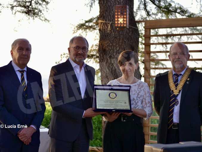 consegna premio Rotary