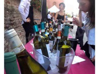 Degustazione di vini bianchi con Go wine al castello di Magliano Alfieri