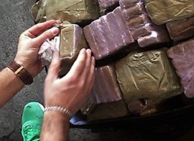Quattrocentomila euro di droga trasportati in taxi: arrestate tre persone