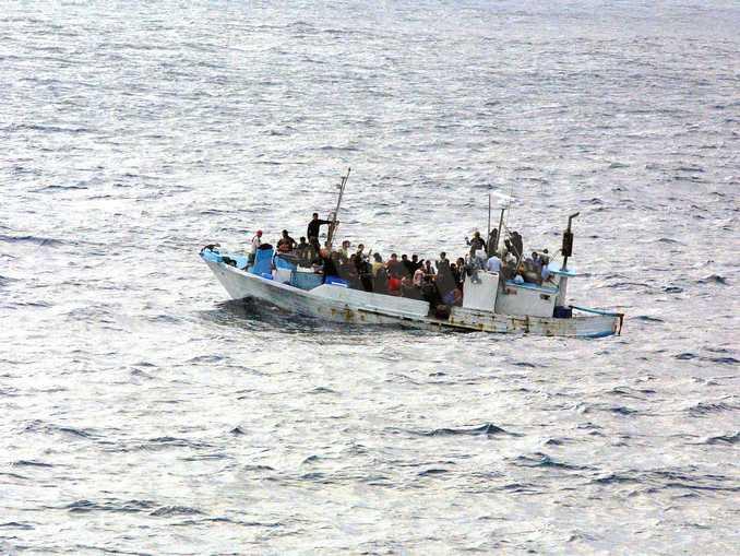 migranti barca mediterraneo