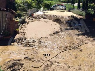 Un fosso tracima e allaga il cortile: la rabbia degli abitanti di località Rivasso a Priocca 1