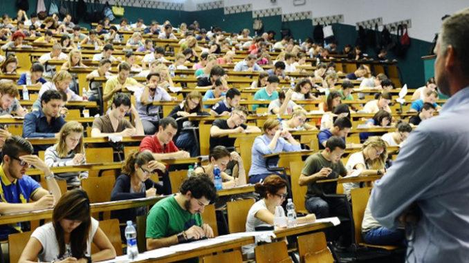 Università, svolta «storica»: stop alle borse di studio agli studenti violenti