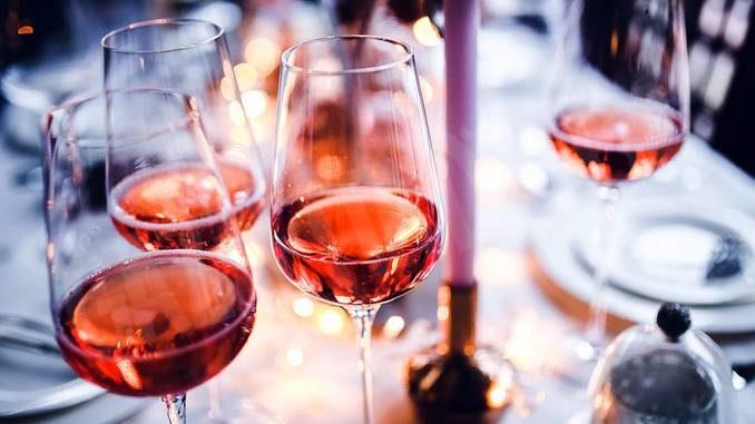 Slow wine: una grande degustazione di vini rosa di tutta Italia grazie al digitale e alla spedizione