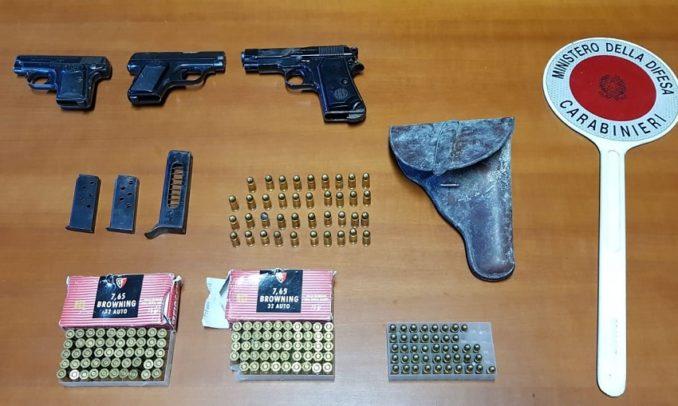 I Carabinieri hanno arrestato due uomini per detenzione e porto illeciti di armi