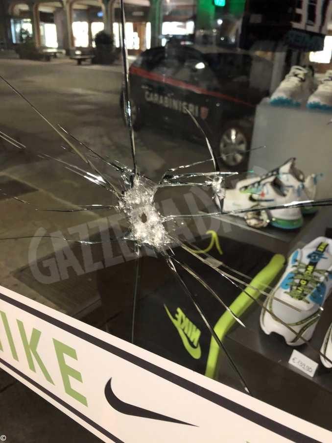 Tentano furti ai danni di due negozi in centro a Cuneo. Denunciati due giovani 1