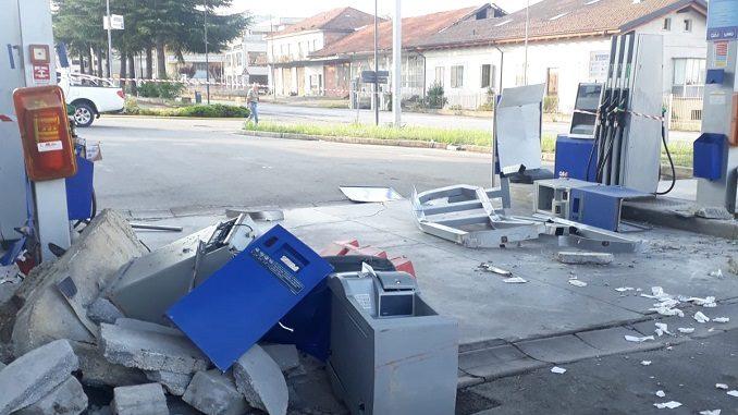 Ladri distruggono il distributore di Dogliani per rubare i soldi dalle casse automatiche