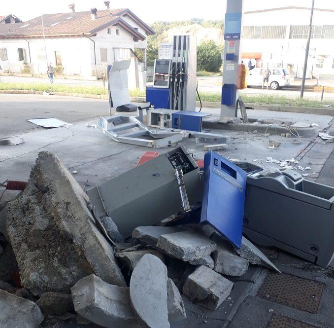 Ladri distruggono il distributore di Dogliani per rubare i soldi dalle casse automatiche 1