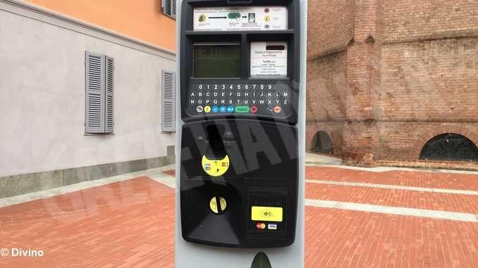 I nuovi parcometri cittadini accettano Bancomat e carte di credito