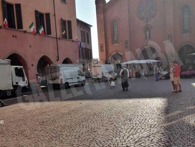 alba mercato piazza duomo3