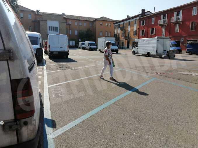 alba mercato piazza marconi3