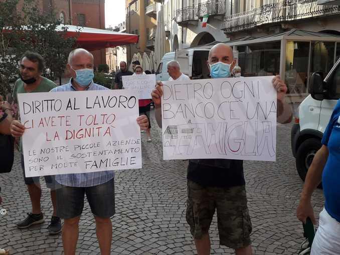 alba mercato protesta ambulanti1