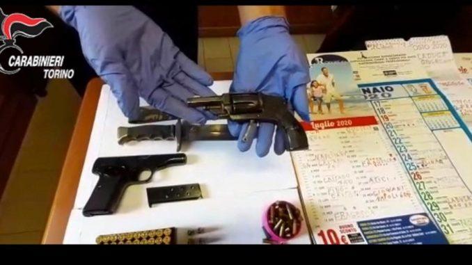 Aveva un arsenale in casa e prestava denaro a usura: arrestato uomo di 76 anni