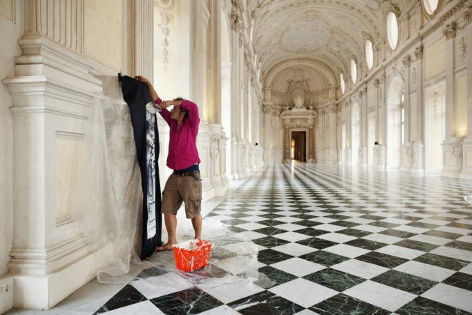 L'artista albese Enzo Mastrangelo espone ad Asti 1