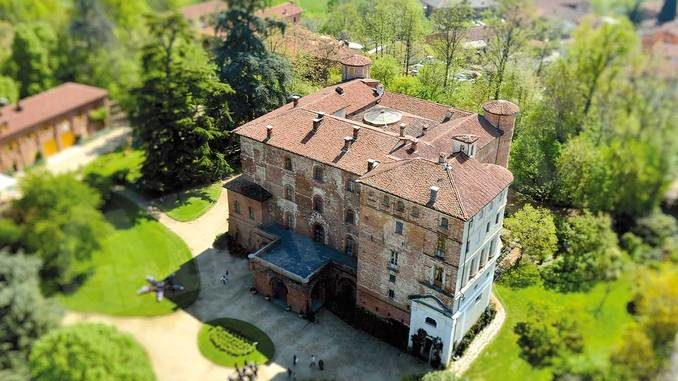 Il castello di Pralormo ospita un aristocratico mercatino delle pulci