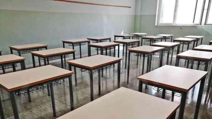 Dall'Abet in arrivo 80mila banchi per le scuole italiane