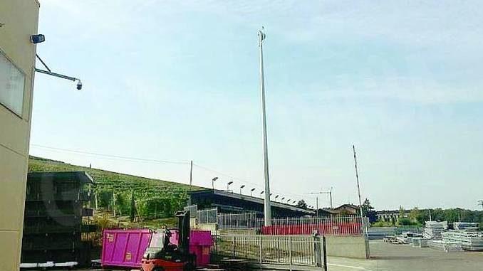 Internet è troppo lento? La Giesse installa un'antenna alta 20 metri!