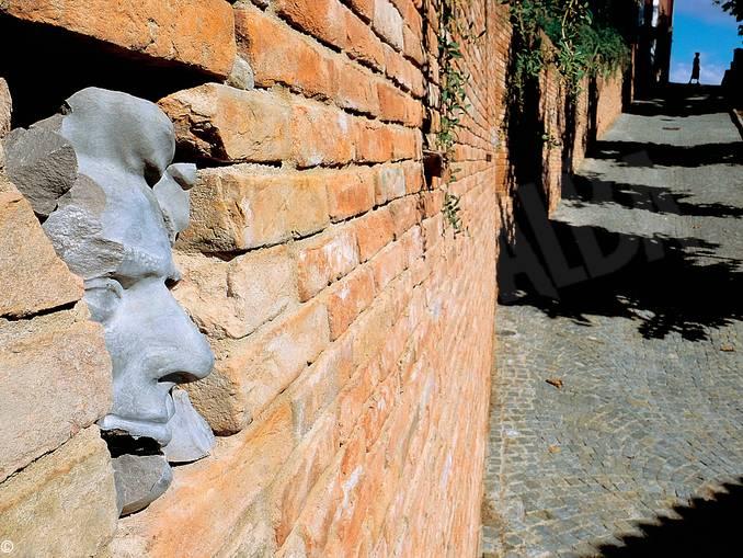 Guarene muro partigiani