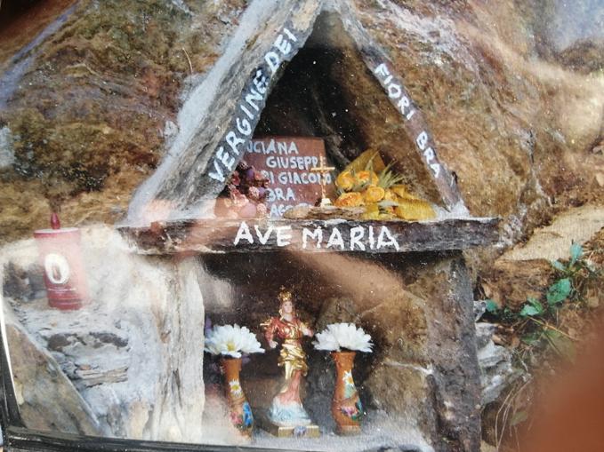 La statua della Madonna dei Fiori in Valle Varaita