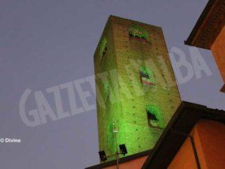 Torri illuminate da una luce verde, Alba aderisce alla Giornata sulla Sla