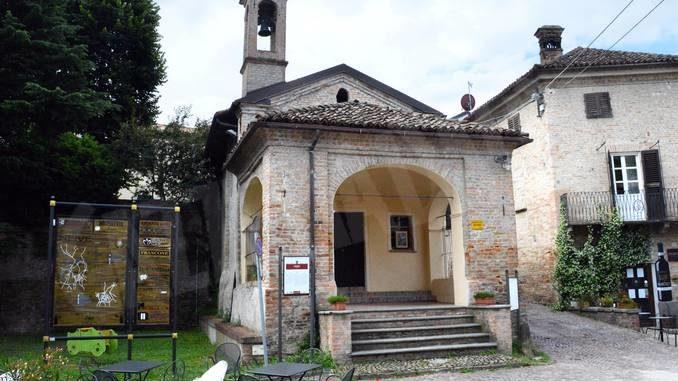 Il borgo antico di Neive ospita fino a novembre due mostre d'arte