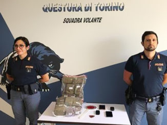 Nasconde cento panetti hashish, arrestato