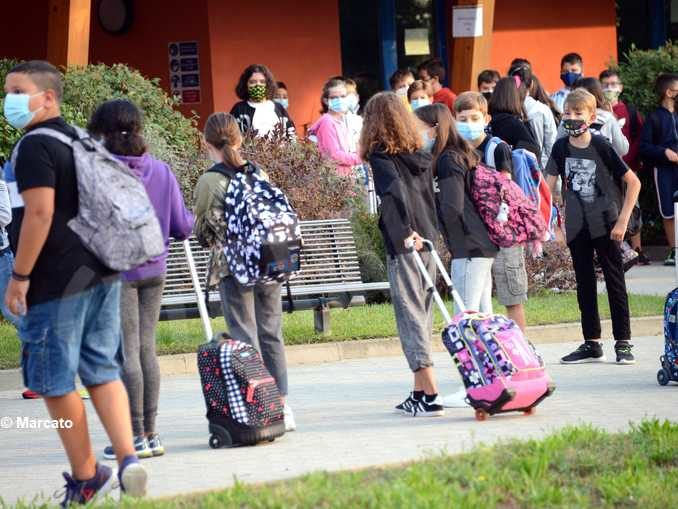 Primo giorno di scuola tra autocertificazioni e insegnanti che mancano 10